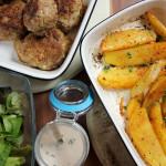 Fleischlaibchen mit pikanten Kartoffelspalten