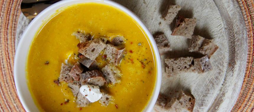 Curry-Orangen-Kürbis Cremesuppe