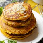 Kürbis-Pancakes mit Parmesan und Ruccola