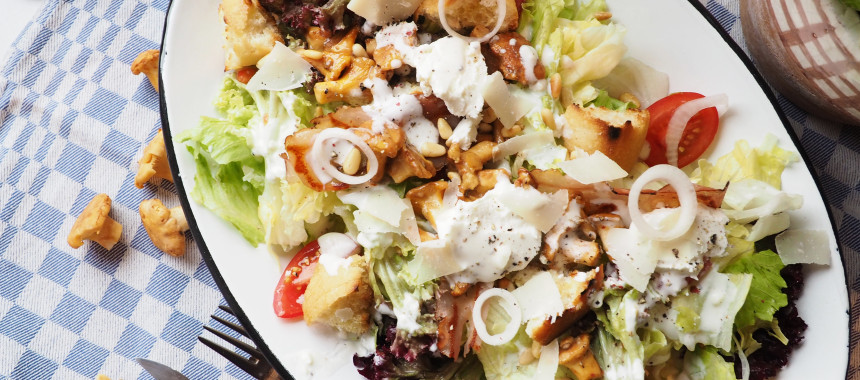 Caesarsalad mit Eierschwammerl