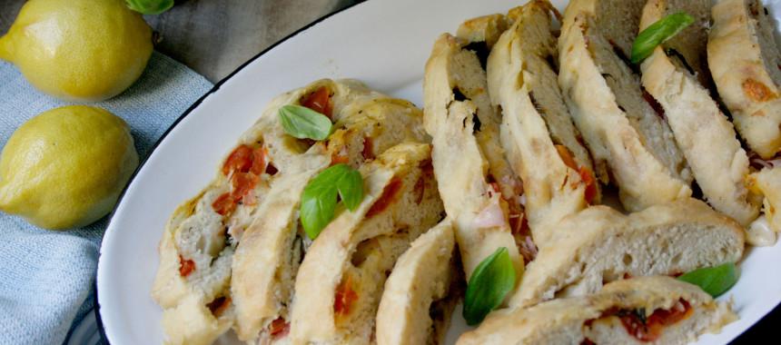 Stromboli – Brot mit Basilikum und Tomaten