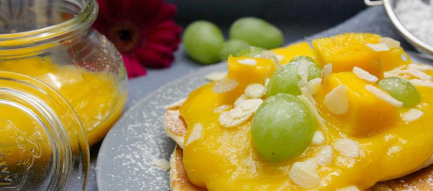 Kokosmilch-Pancakes mit Mango Mus