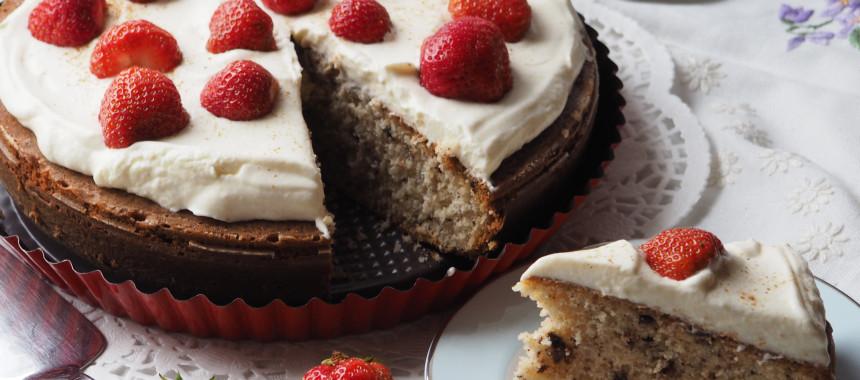 Becherkuchen mit Joghurt und Erdbeeren