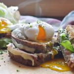 Bauerntoast mit pochiertem Ei
